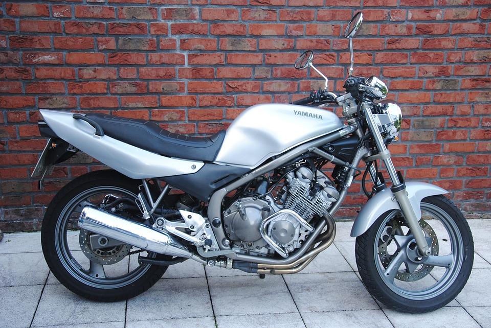 Quel est le meilleur choix : une moto ou un scooter ?